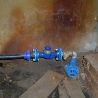 Ūdens skaitītāju uzstādīšana daudzdzīvokļu māju ievados
